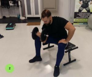 Mejores ejercicios para brazos - Curl concentrado de biceps